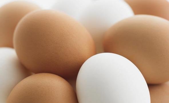 huevos_blancos_y_de_color marron