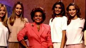 Carmen Sevilla y las chicas del Telecupón