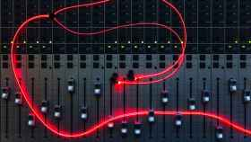 Glow, los primeros auriculares con luz láser incorporada