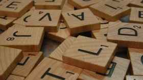 Fichas de un juego de mesa con distintas letras.