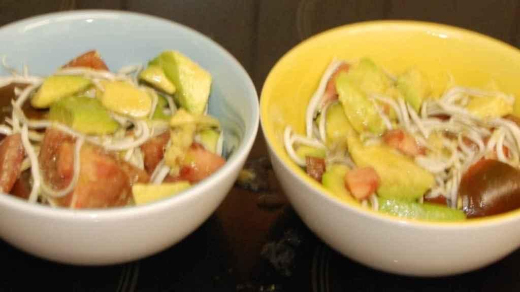 Ensalada de aguacate y gulas con vinagreta de lima y jengibre