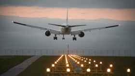 aterrizaje-avion-noche