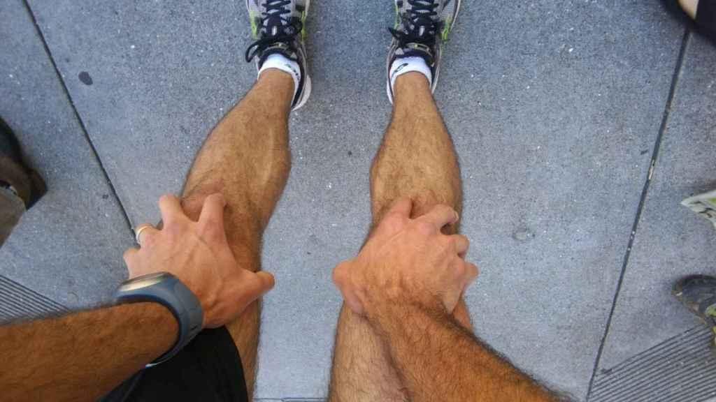 Precalentamiento y piernas en forma para correr.