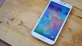 Samsung Galaxy S5 recibe su primera actualización para mejorar el sensor de huellas y la cámara