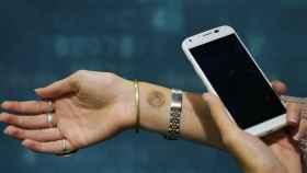 Motorola presenta un tatuaje digital para desbloquear el Moto X