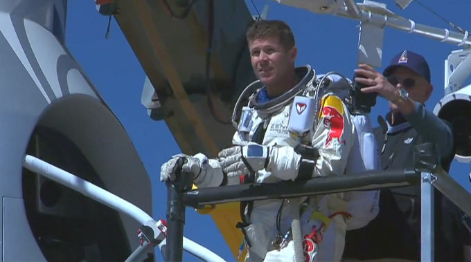 red-bull-stratos-live-04-680