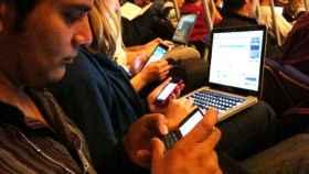 gente-smartphones-portatil