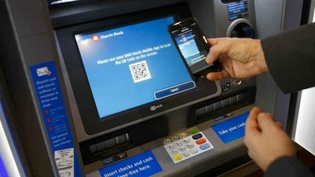 sacar_dinero_cajero_smartphone