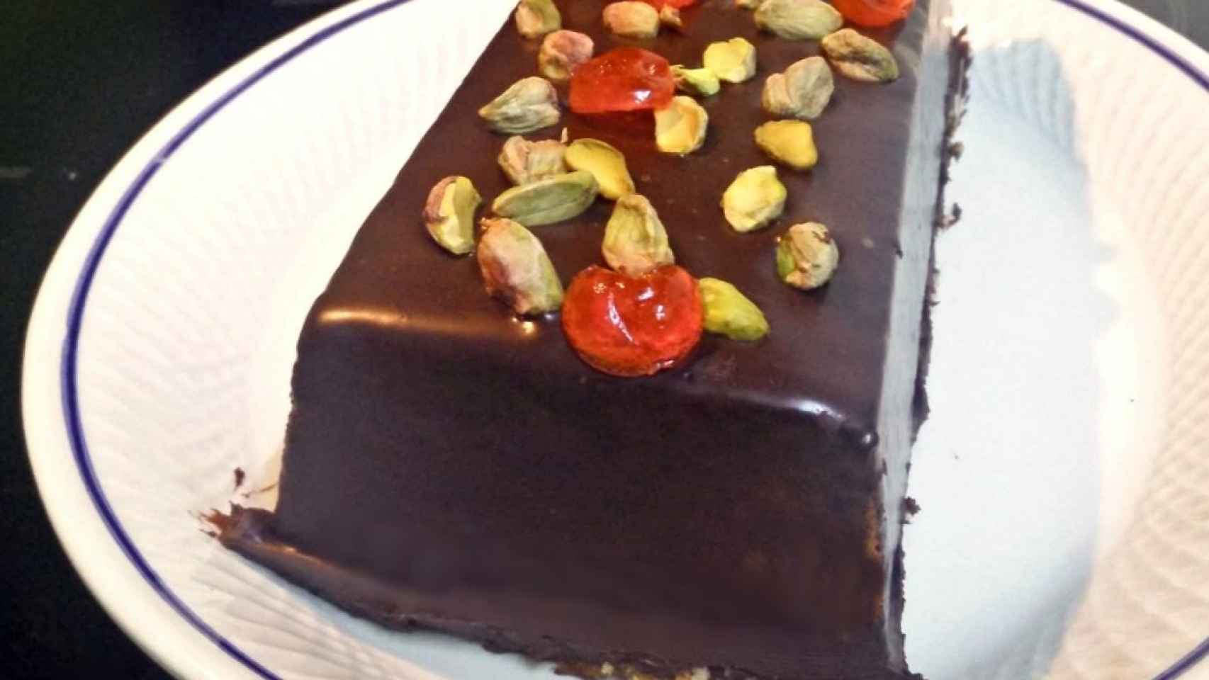 Plum cake de yogur con chocolate y pistachos