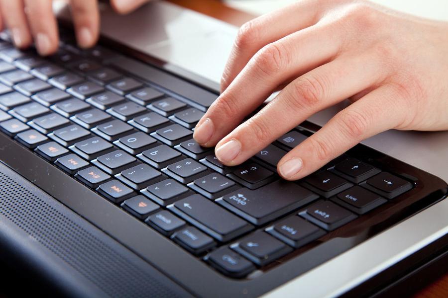 Manos-en-el-teclado