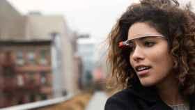 Google Glass recibe KitKat, permite enviar fotos, elimina las videollamadas y más