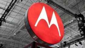 Los nuevos smartphones de Motorola innovarán en batería y resistencia según Larry Page