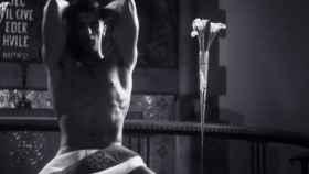 Tooji, despedido por la TV noruega tras su videoclip teniendo sexo con un cura
