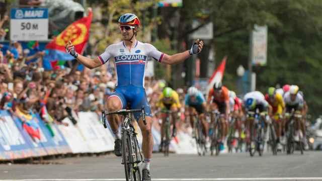 El ciclista eslovaco celebra al finalizar el campeonato.