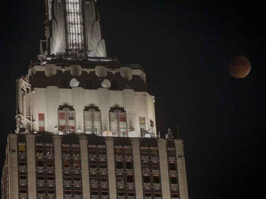 A pesar de la luz de Manhattan, el fenómeno pudo apreciarse en Nueva York.