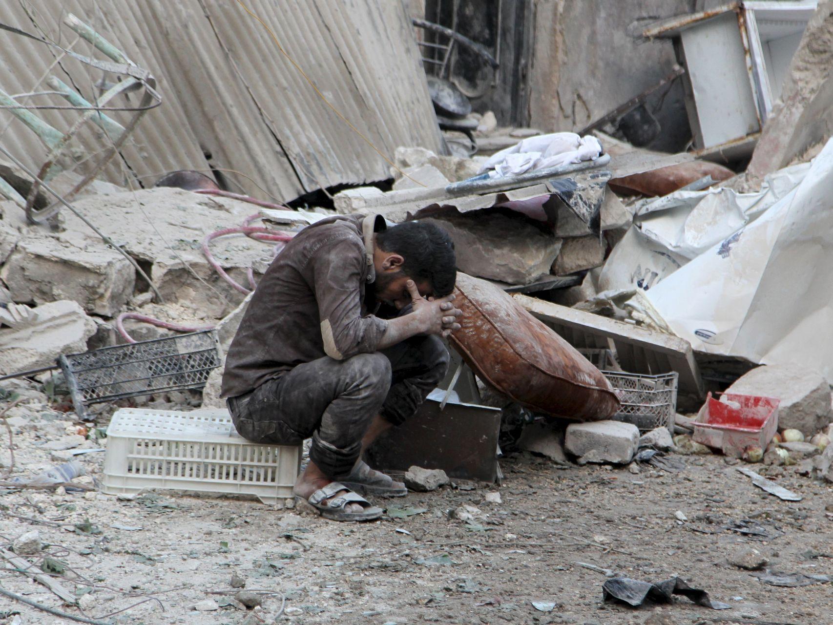 Un hombre víctima de la guerra en Siria