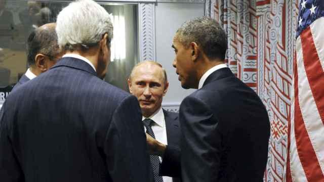 El ministro de Exteriores ruso, Sergei Lavrov, el secretario de Estado de EEUU John Kerry y los  presidentes Barack Obama y Vladímir Putin durante su reunión del lunes en el marco de la Asamblea General de la ONU.
