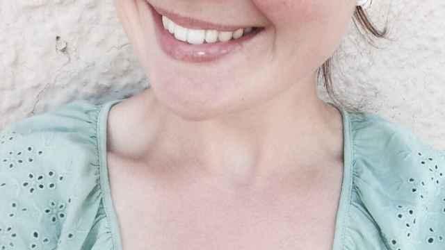 Marina sonríe a la cámara