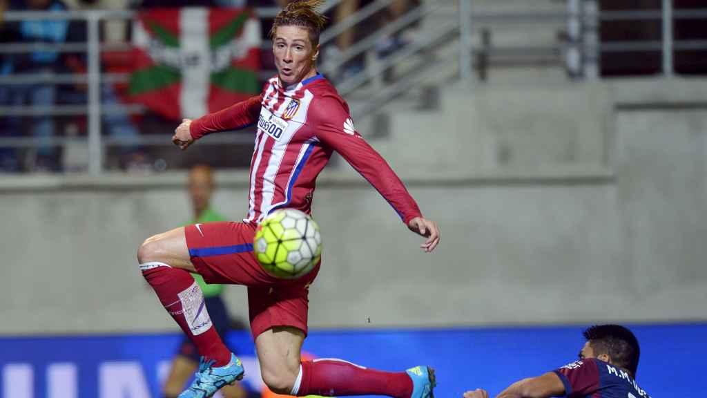Fernando Torres, en el encuentro ante el Eibar. / Reuters