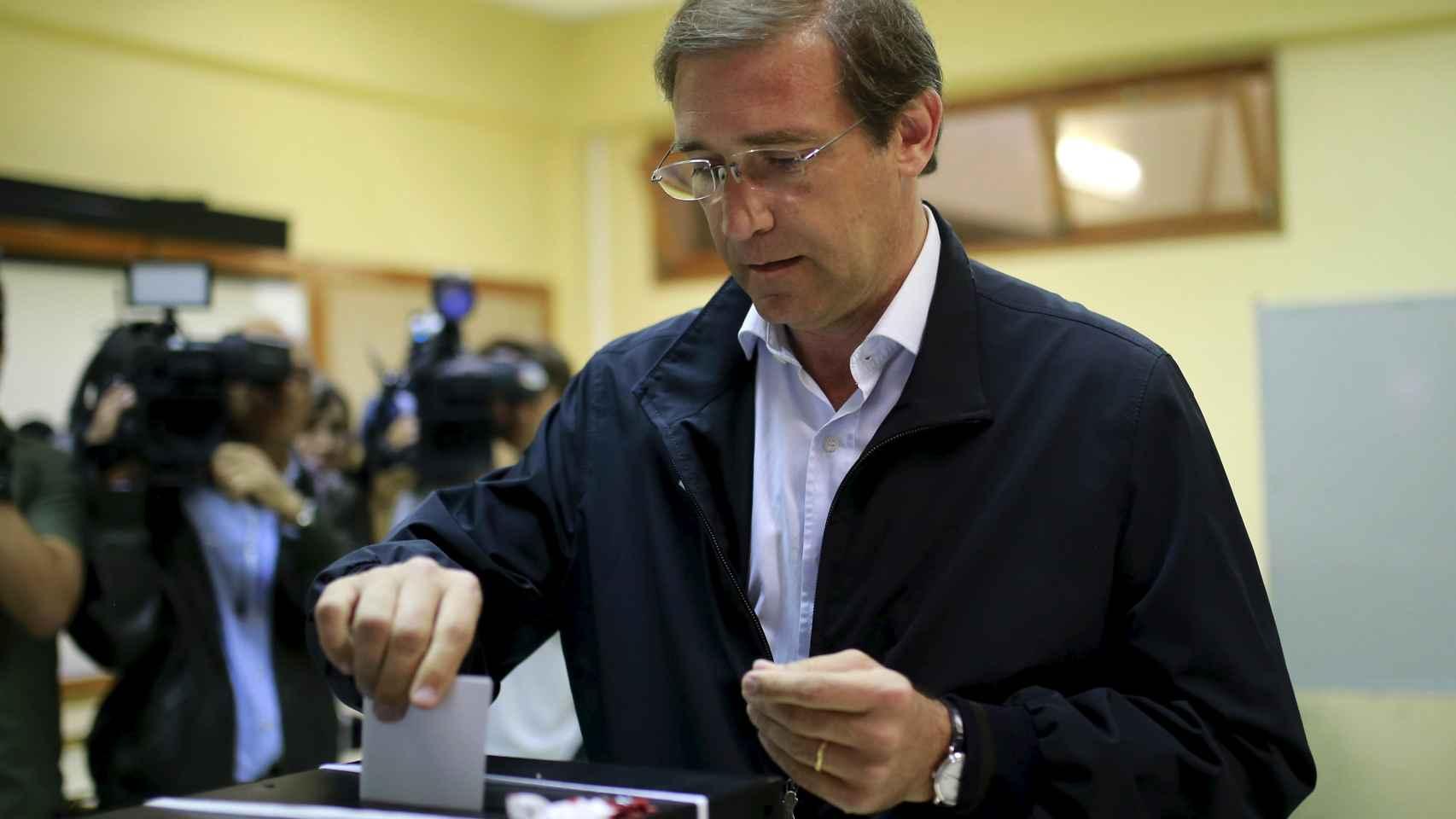 El primer ministro luso, Pedro Passos Coelho, en las urnas.