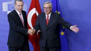 El presidente Juncker de la CE recibe a Erdogan