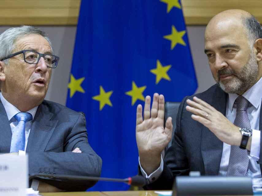 Jean-Claude Juncker y Pierre Moscovici.