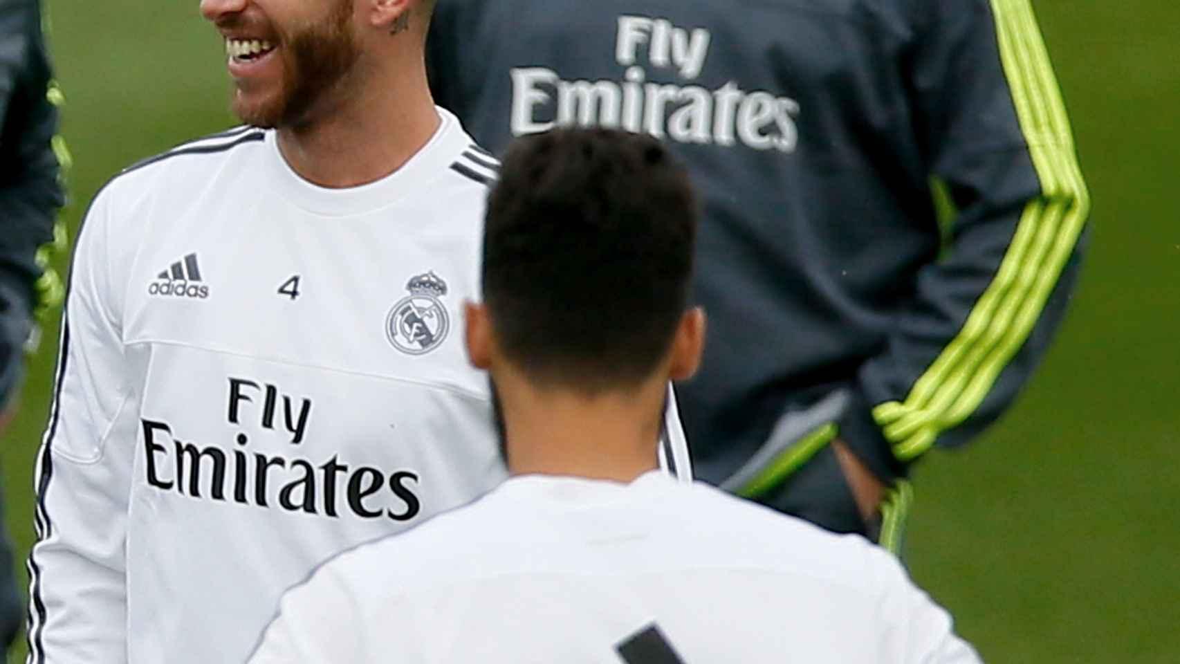 Benítez y Ramos, en un entrenamiento del Madrid. / Reuters