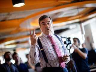 Pedro J. Ramírez, director del periódico, durante el discurso de presentación en la redacción. / Dani Pozo
