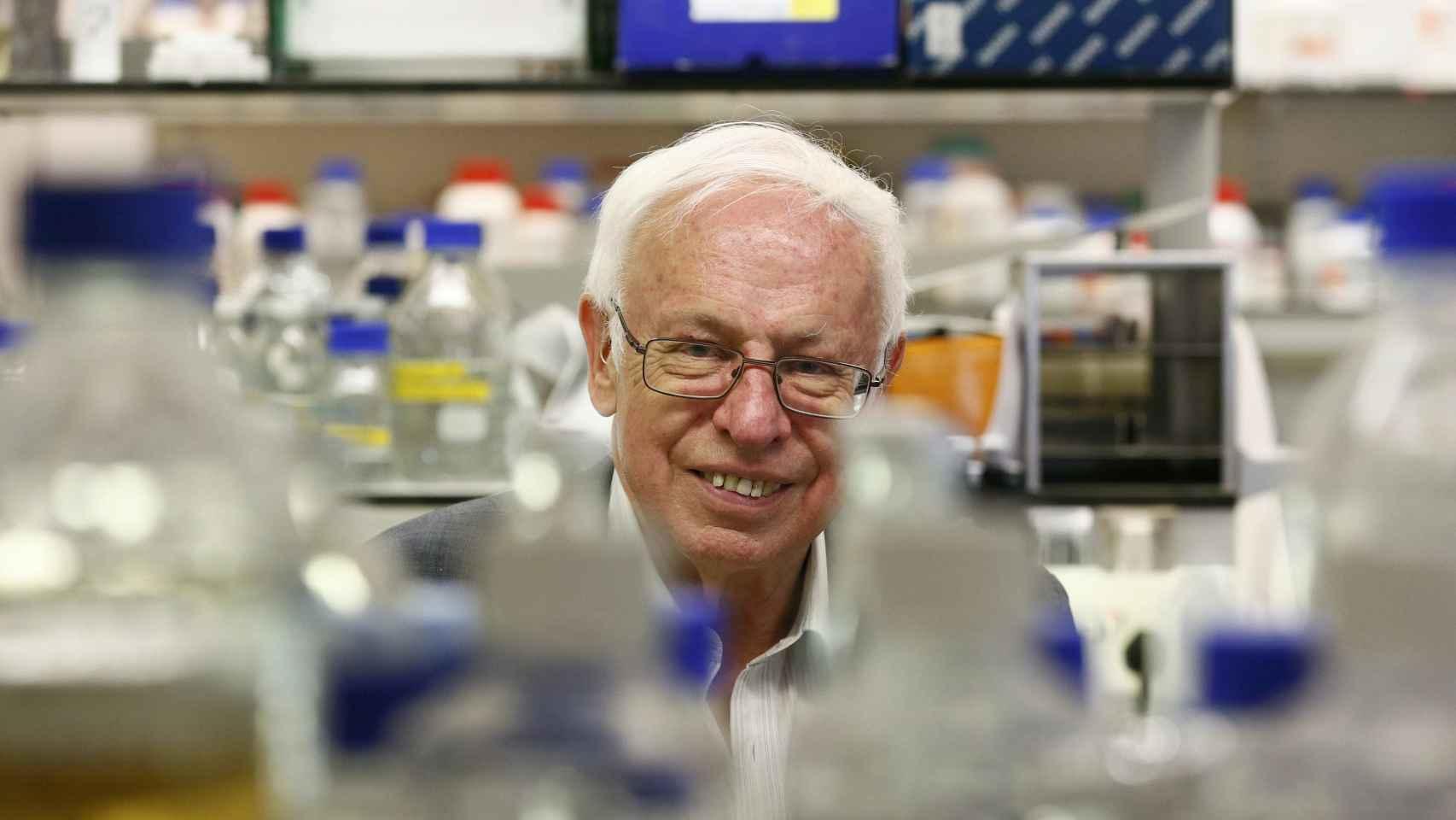 Thomas Lindahl, en su laboratorio.