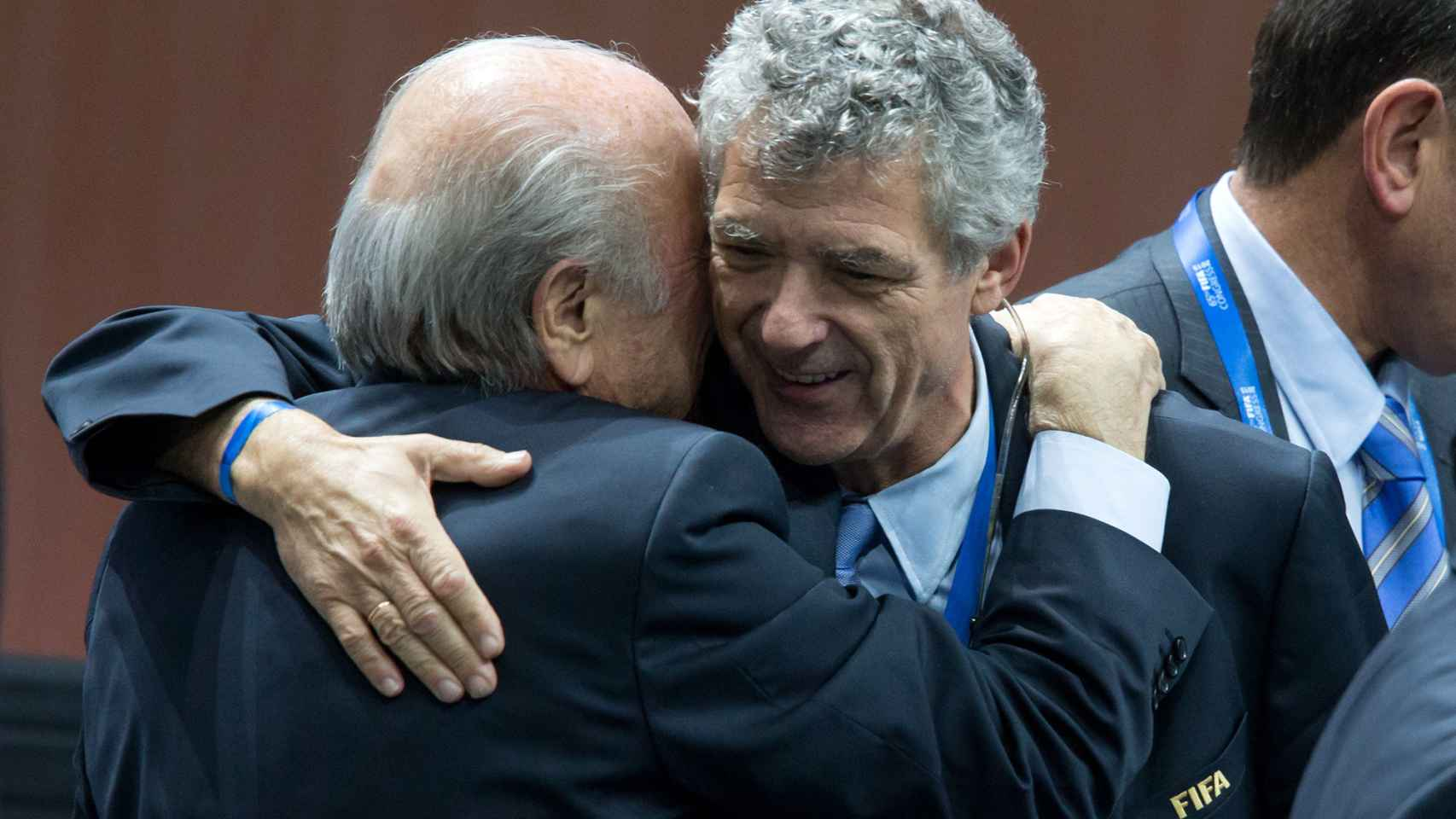 Villar y Blatter, tras la reelección del suizo en mayo. / Getty Images
