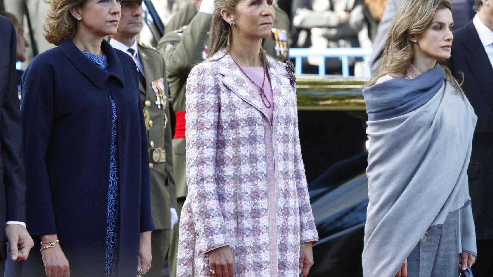 Las Infantas Cristina y Elena junto a Doña Letizia en el Día de la Hispanidad