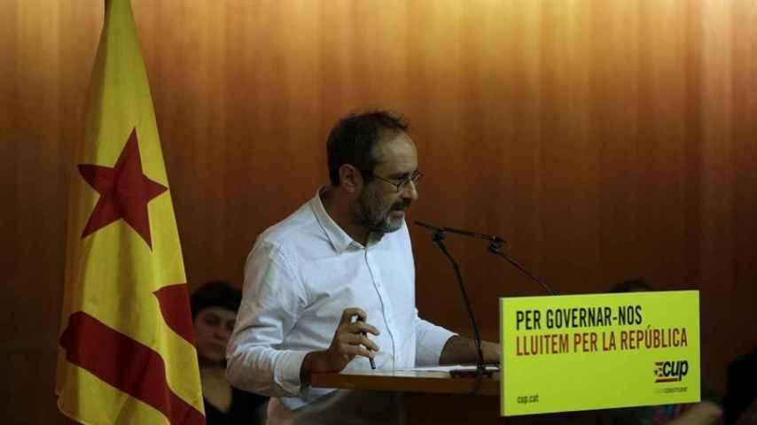 Antonio Baños, durante su intervención para dar a conocer a la hoja de ruta de la CUP