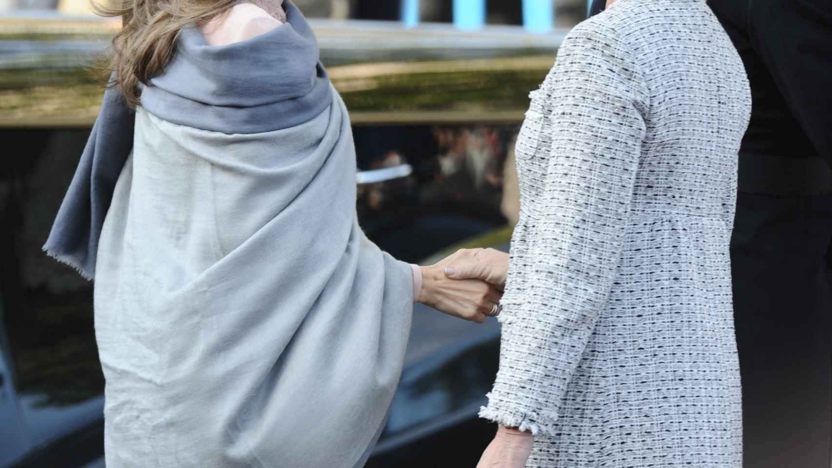 Esperanza Aguirre charla con la entonces Princesa Doña Letizia