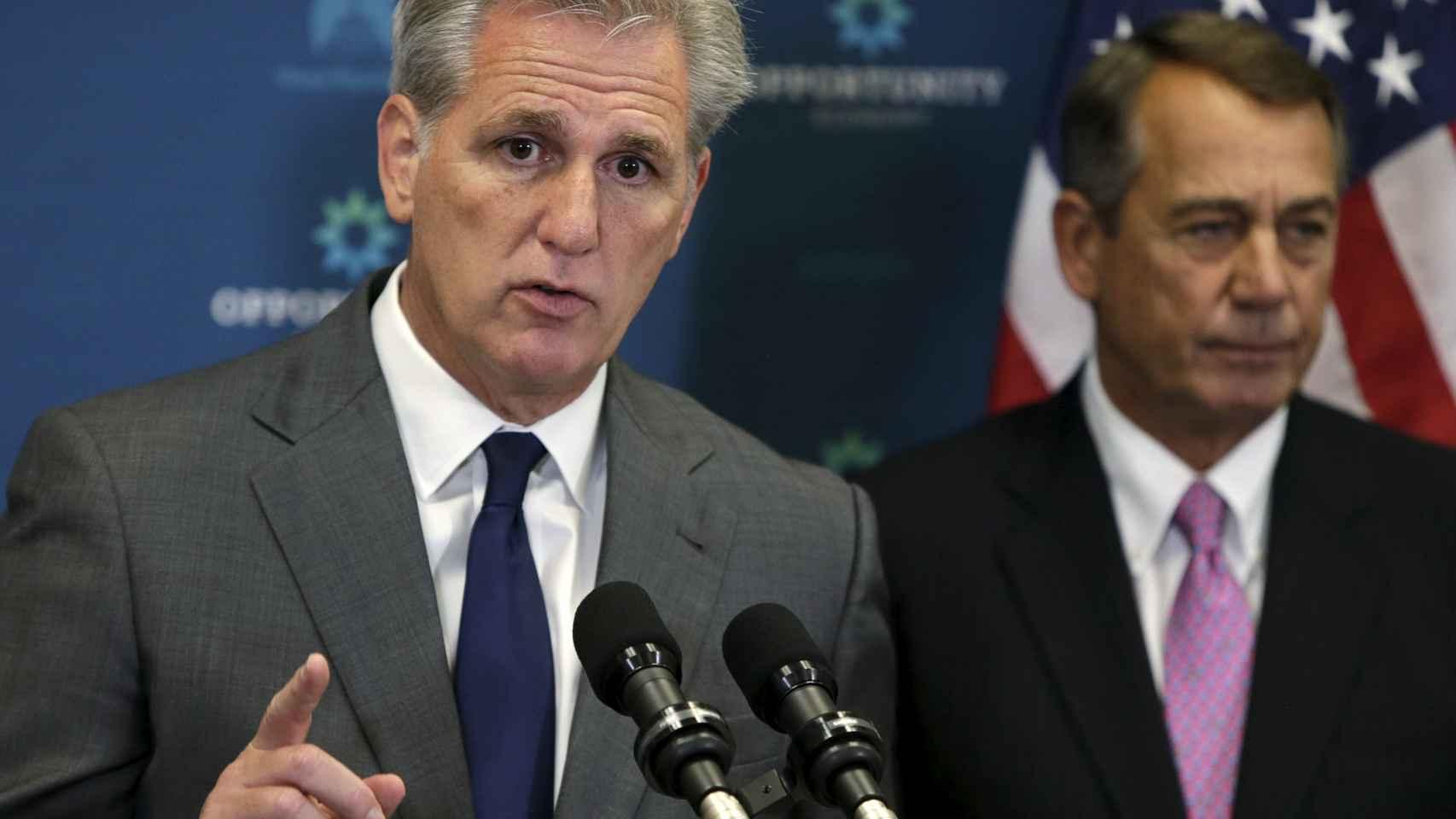 El excandidato a 'speaker' Kevin McCarthy y el actual ponente, John Boehner.