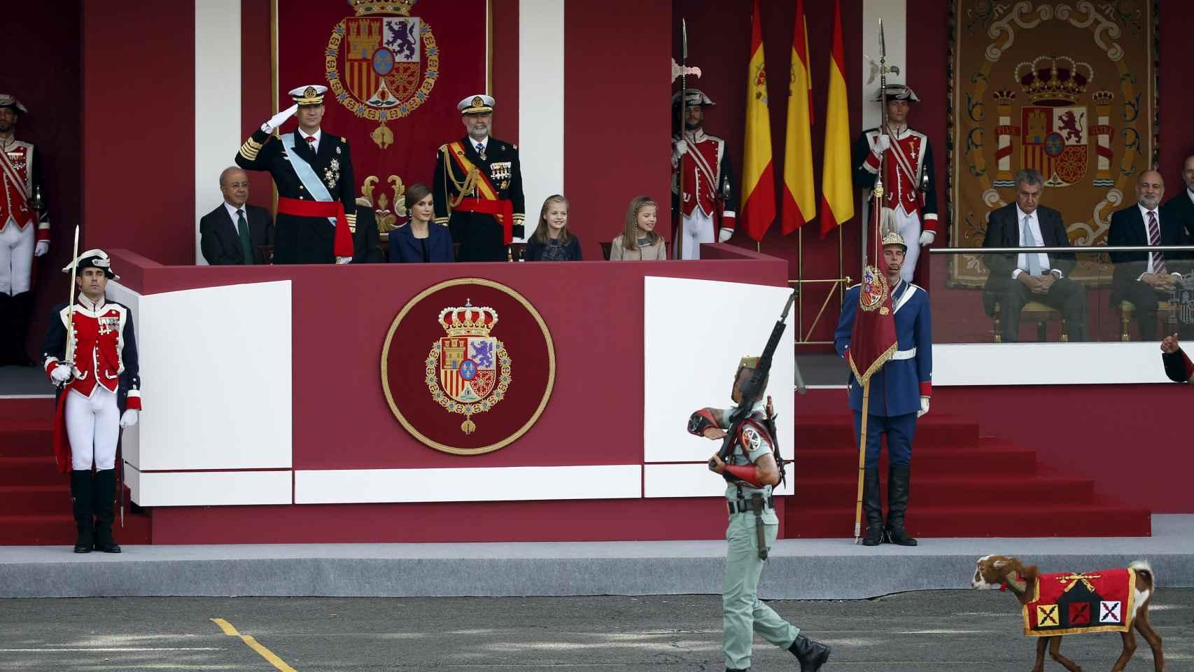 Pablo, la cabra de la Legión, desfile ante la familia real.