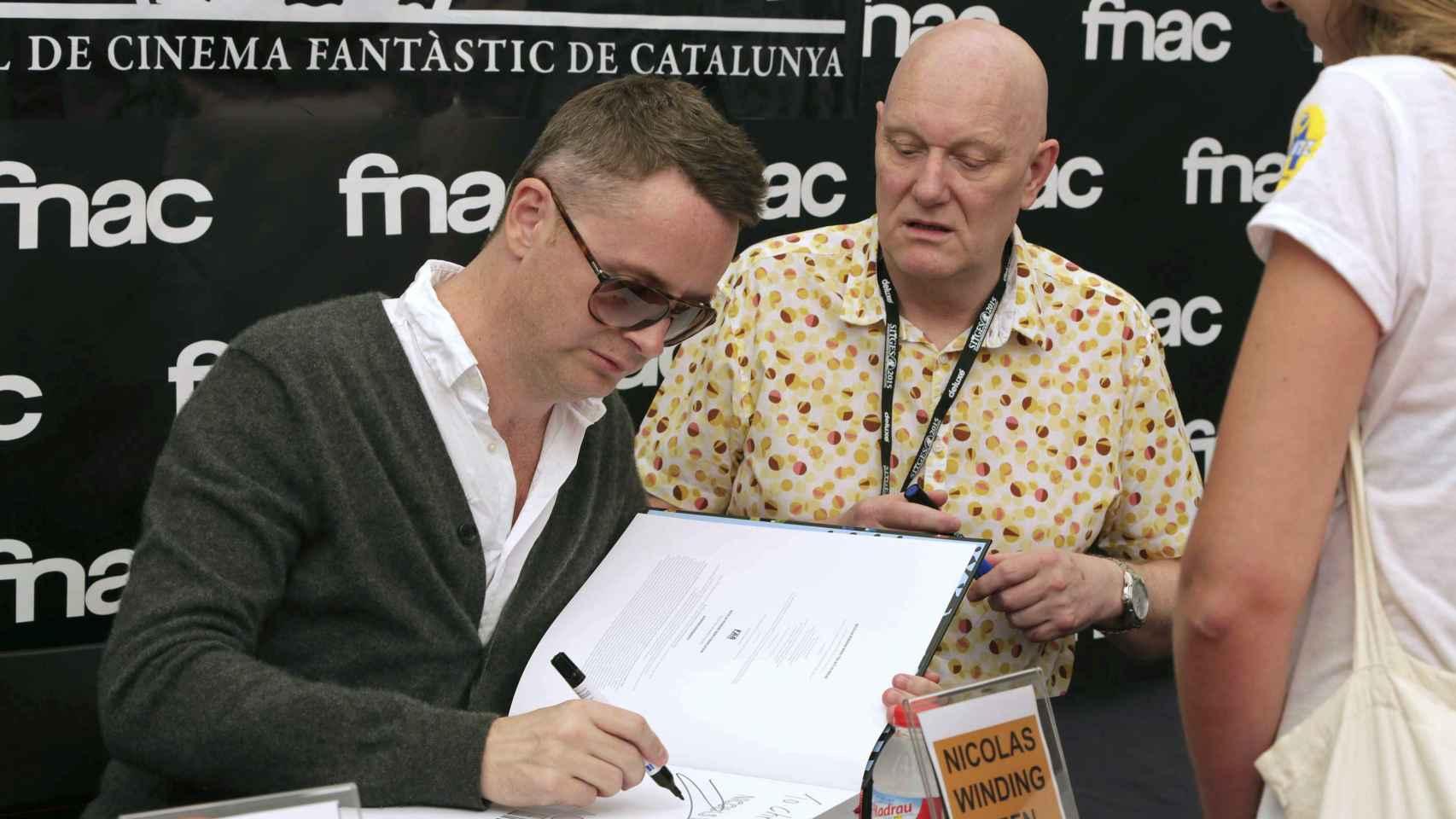 Winding Refn, firmando libros en Sitges.