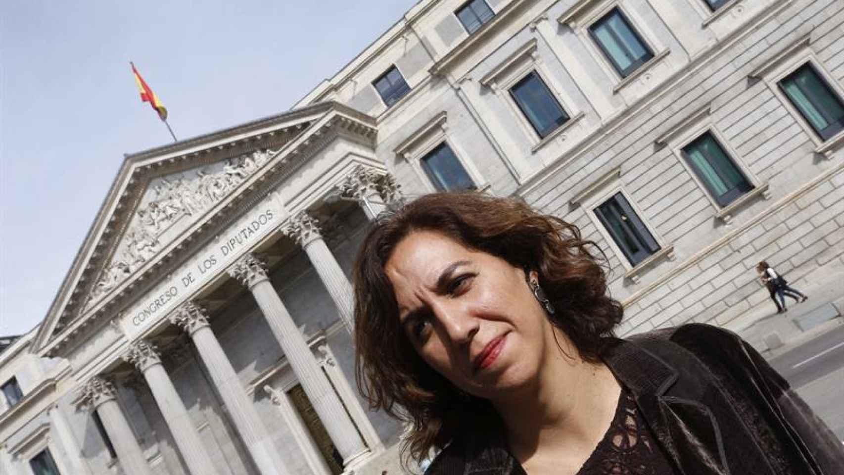 Irene Lozano, a las puertas del Congreso.