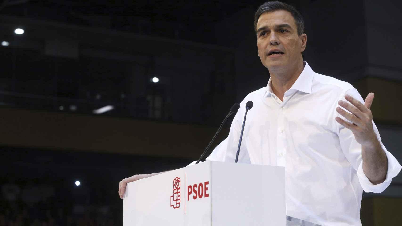 Sánchez pretende demostrar que el PSOE está limpio y regenerará el país.