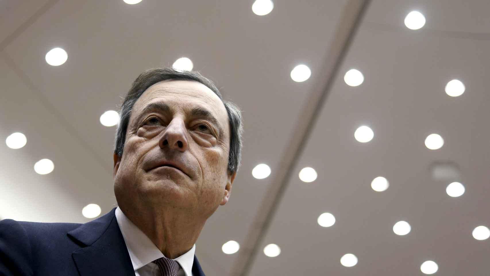 Draghi tiene que cambiar su normativa para aumentar los estímulos