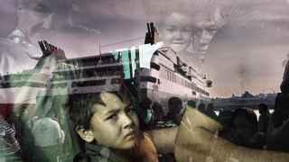 Llegada al puerto del Pireo en ferry tras la travesía en patera a la isla de Lesbos.