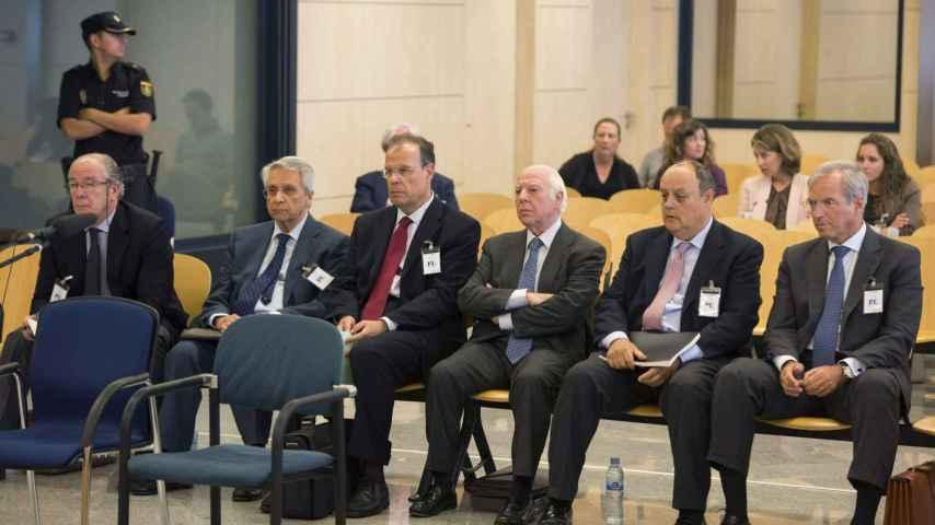 Gregorio Gorriarán (i), Julio Fernández Gayoso (2i), José Luis Pego (3i), Óscar Rodríguez Estrada (3d), Javier García de Paredes (2d) y el abogado Ricardo Pradas durante el juicio en la AN