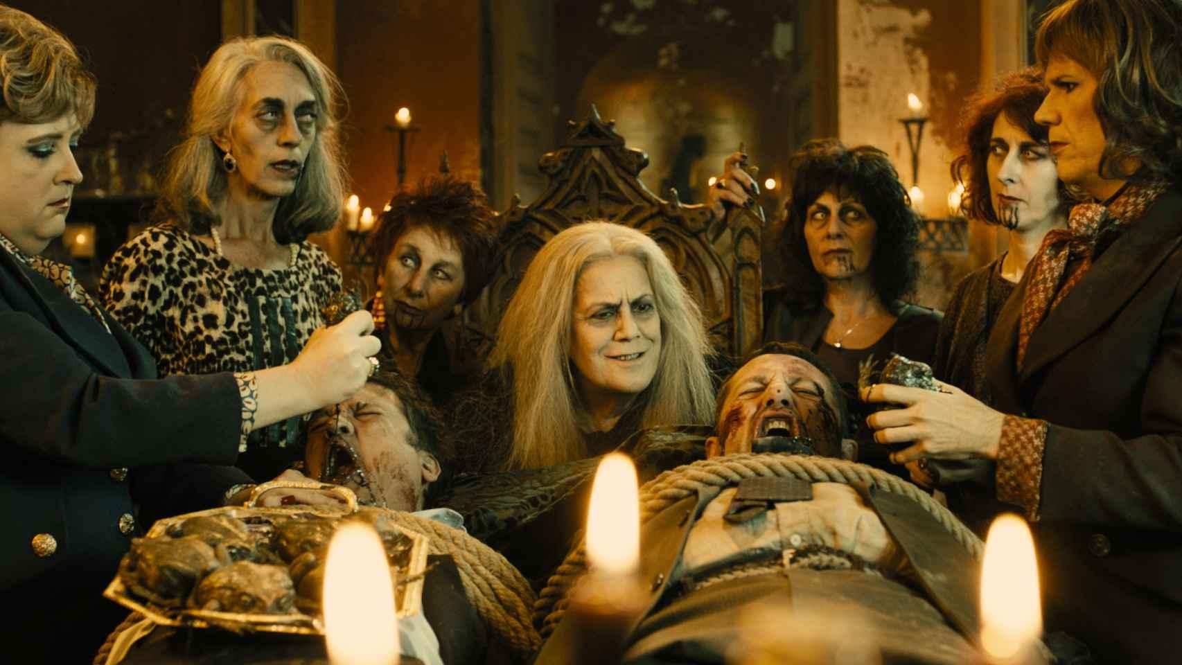 Terele Pávez (centro), con otras brujas de Zugarramurdi