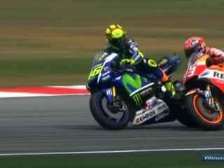 Imagen del incidente entre Rossi y Márquez.
