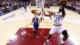 Stephen Curry y LeBron James, líderes de nuevo.