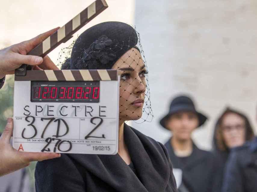 Bellucci, como una bella viuda durante el rodaje de Spectre