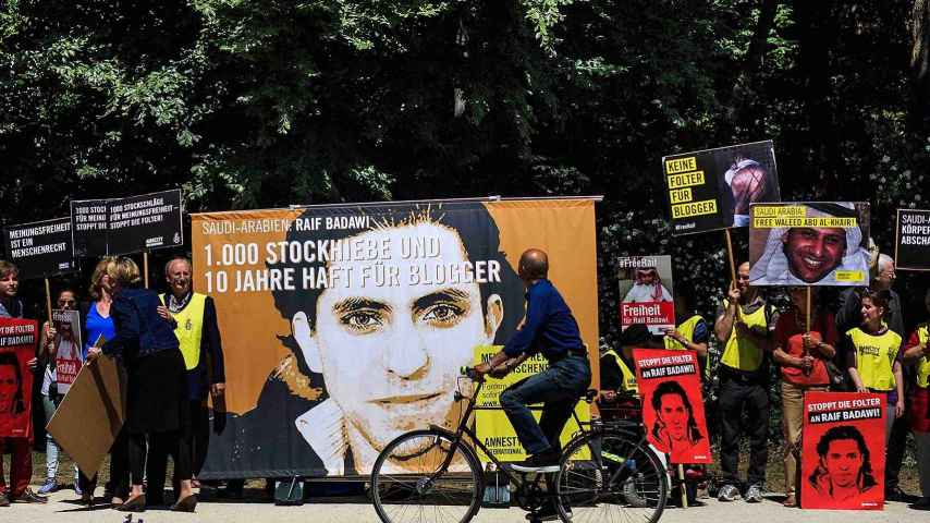 Concentración frente a la Embajada de Arabia Saudí en Berlín en apoyo al bloguero Raif Badawi