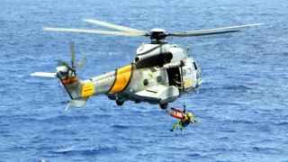 La cabina del helicóptero se localizó en el Atlántico a 45 metros de profundidad.