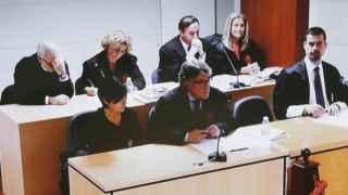 Los principales acusados y sus defensas escuchan el veredicto del jurado popular