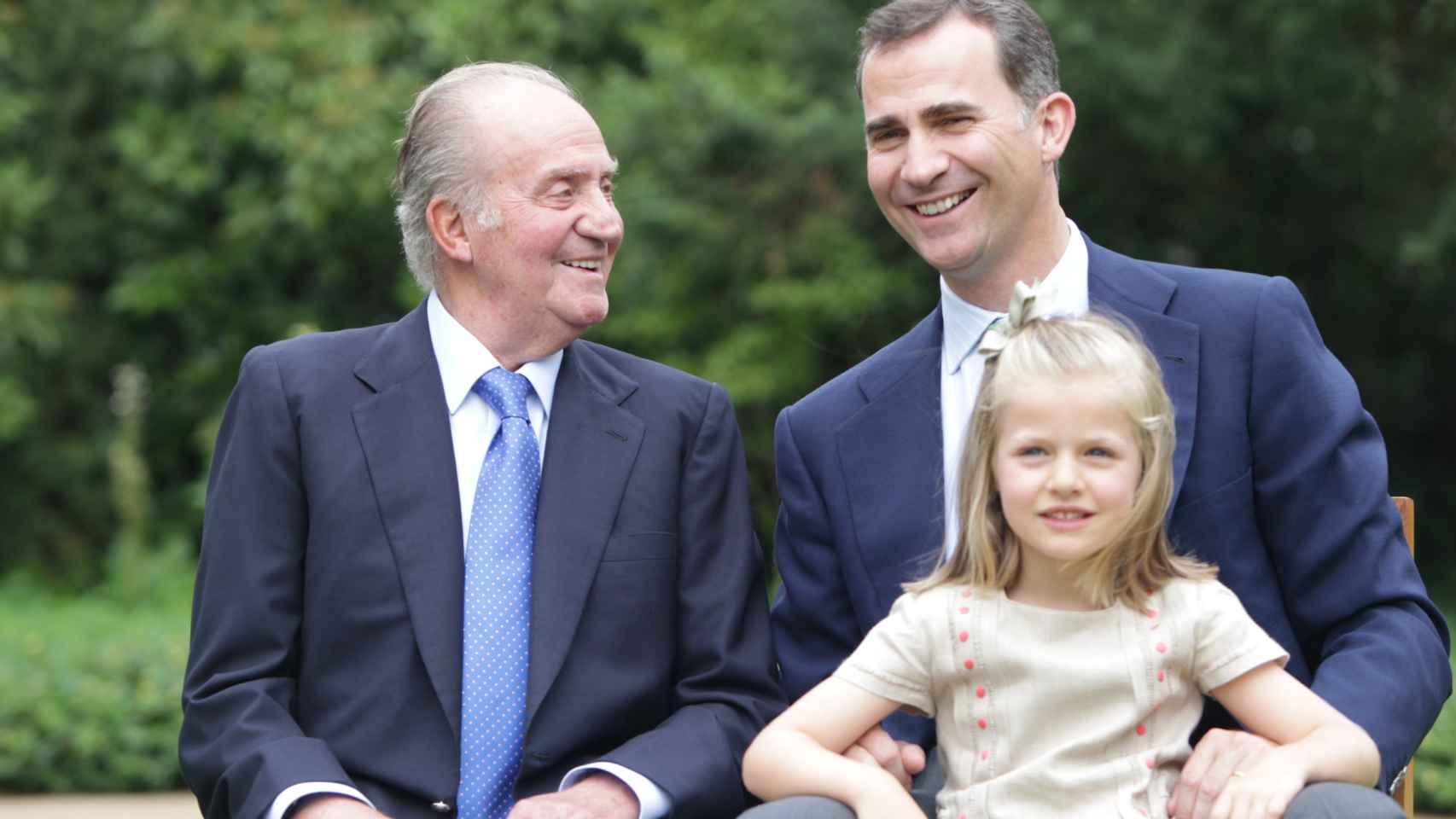 El rey emérito, Juan Carlos I, don Felipe y la Princesa de Asturias