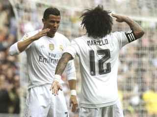 Cristiano Ronaldo y Marcelo celebran uno de los goles.
